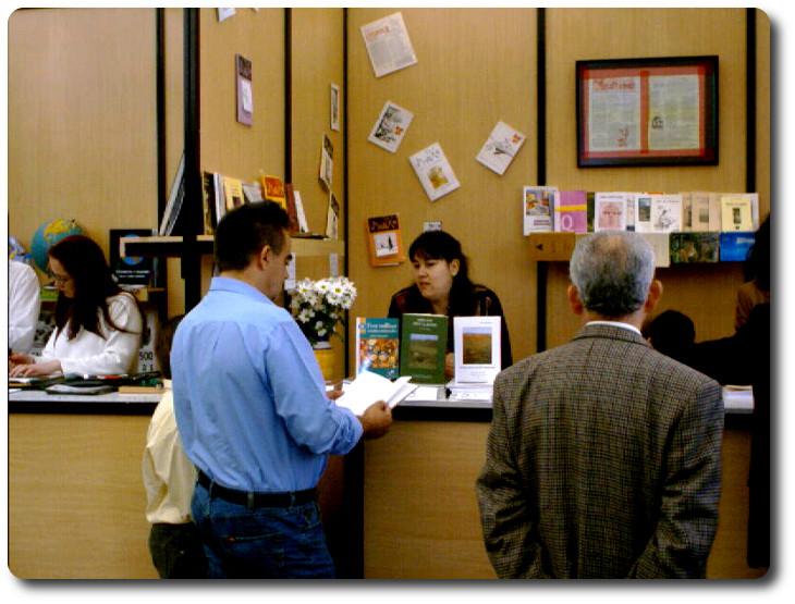 Firma de ejemplares en la Feria del libro