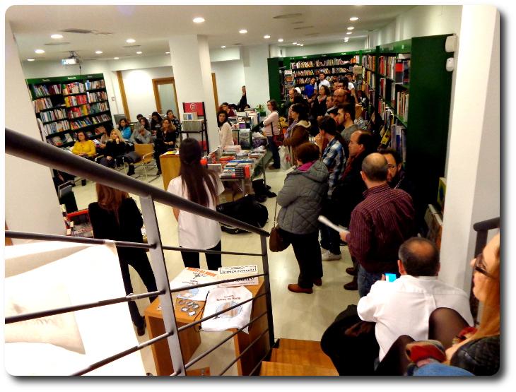 """Poesía solidaria a beneficio de la ONG """"Born to learn"""" Librería Taiga. Toledo"""